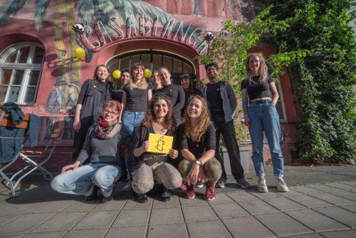 Gruppenbild HSG Nürnberg vorm Kino Casablanca
