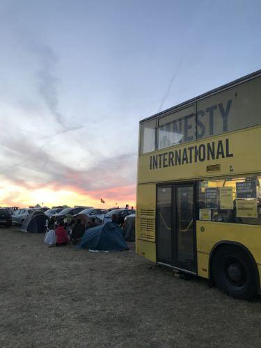 Amnestymobil auf dem Festivalcamp